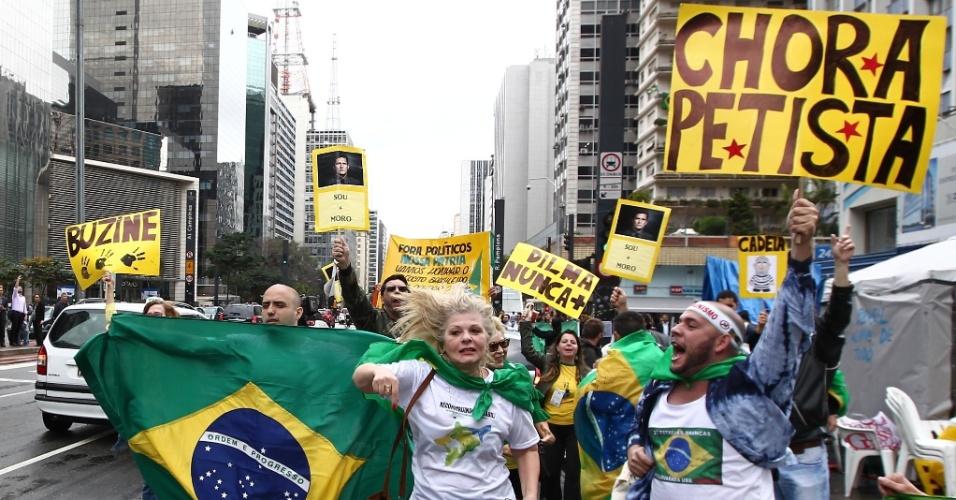 31ago2016---manifestantes-comemoram-o-impeachment-da-presidente-dilma-rousseff-na-avenida-paulista-dilma-foi-condenada-nesta-quarta-feira-31-pelo-senado-no-processo-de-impeachment-por-ter-cometido-1472665841500_956x500.jpg