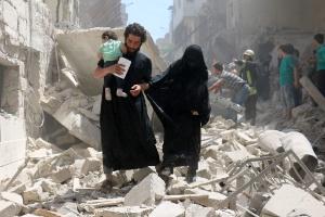 Destruída pela guerra síria, Aleppo oscila entre vida