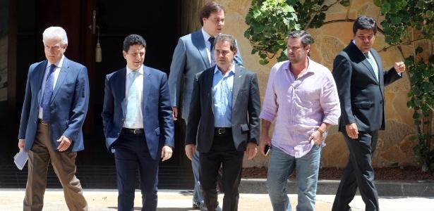 Deputados da oposição deixam residência oficial da Câmara após reunião com Eduardo Cunha (PMDB-RJ) em 2015