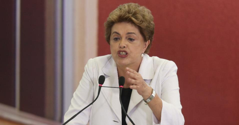 30.mar.2016 - A presidente Dilma Rousseff discursa no evento de lançamento do programa Minha Casa, Minha Vida 3, no Palácio do Planalto, em Brasília