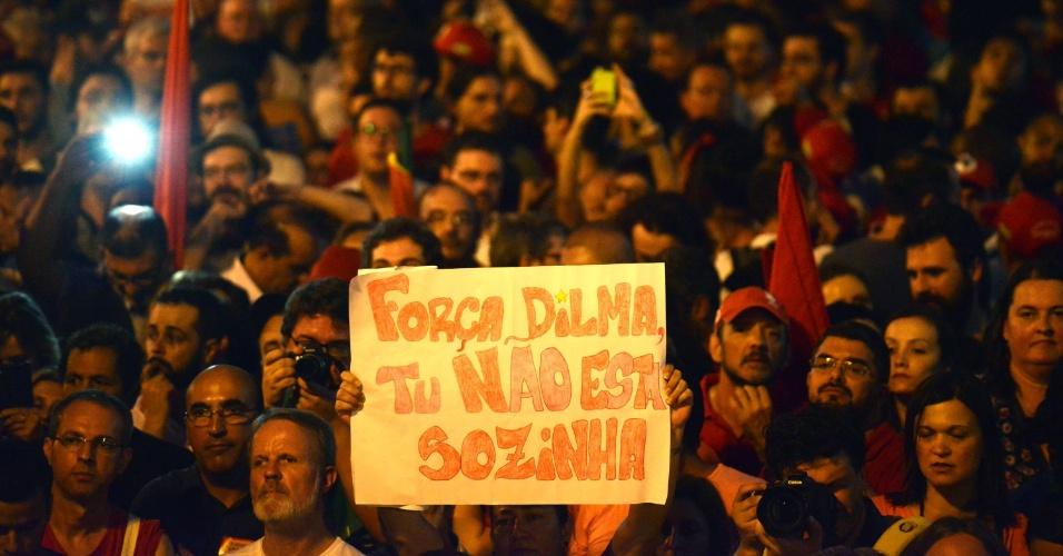 18.mar.2016 - Em Porto Alegre (RS), manifestantes à favor do governo Dilma Rousseff, em defesa do ex- presidente Luiz Inácio Lula da Silva e pelo Estado Democrático de Direito se reúnem na Esquina Democrática