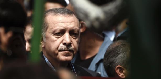 O presidente turco, Tayyip Erdogan, durante funeral neste domingo (17) de uma vítima da tentativa de golpe em Istambul