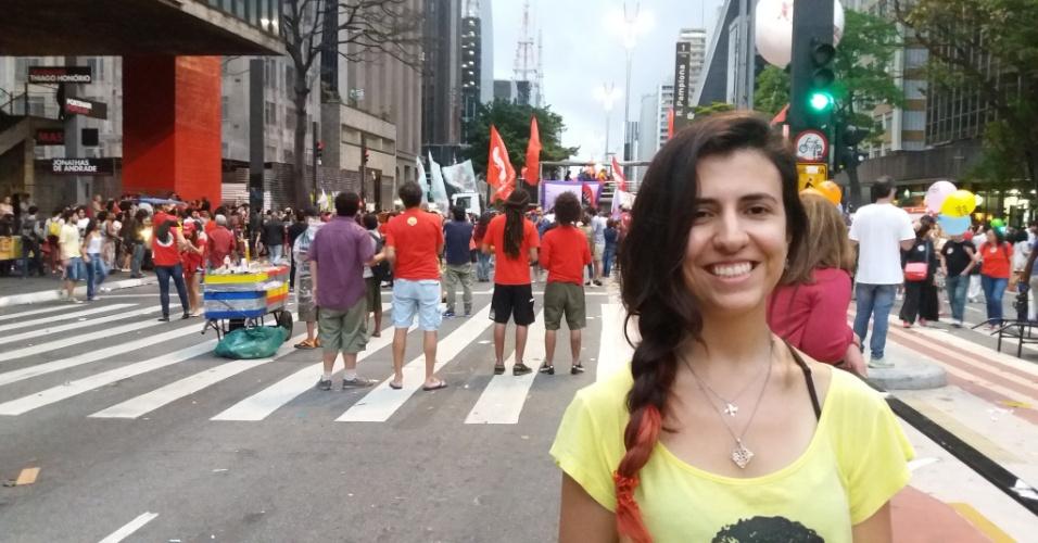 18.set.2016 - Luciana Raposo, estudante de Direito e funcionária do TJ-SP, participa do protesto por novas eleições e