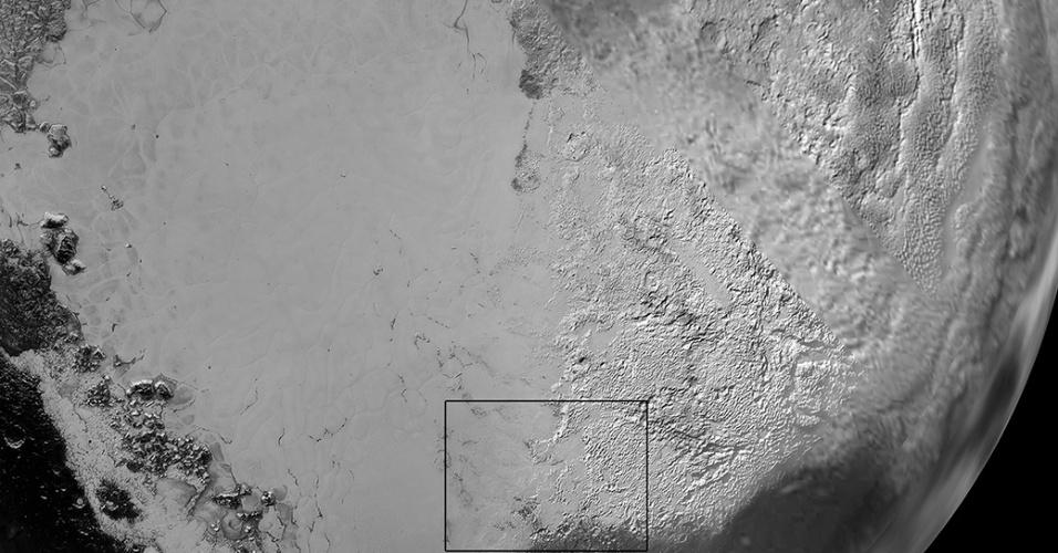 17.set.2015 - A Nasa (Agência Espacial Norte-Americana) divulgou imagens da região que foi apelidada de ?coração? de Plutão. A imagem feita pela nave New Horizon mostra a planície gelada de Plutão que fica ao lado esquerdo do ?coração? do planeta. Já o lado direito conta com uma região de terras altas que podem ser revestidas por gelo de nitrogênio, segundo os cientistas