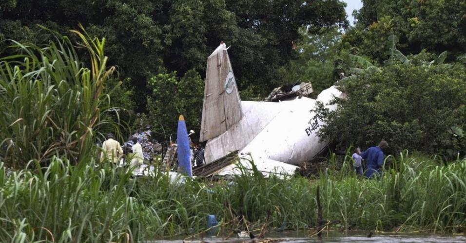 4.nov.2015 - Um avião de carga de fabricação russa caiu pouco tempo depois de decolar no aeroporto de Juba, no Sudão do Sul, matando pelo menos 37 pessoas, no avião e em solo. Uma criança sobreviveu