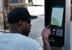 Navegação web gratuita nas ruas de Nova York esbarra na pornografia (Foto: Spencer Platt/Getty Images/AFP)