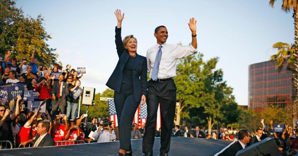 20.out.2008 - Os então senadores Barack Obama e Hillary Clinton em Orlando, na Flória. Ele havia garantido a indicação democrata para a presidência dos Estados Unidos