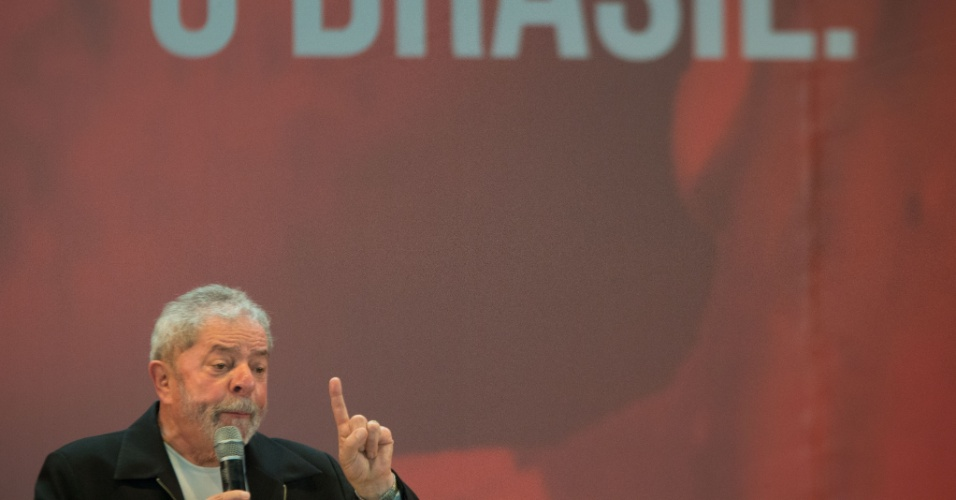 20.nov.2015 - O ex-presidente Luiz Inácio Lula da Silva participa da abertura do 3º Congresso da Juventude do PT, em Brasília (DF). No evento, Lula pediu para os jovens apoiarem Dilma e criticou o Congresso Nacional