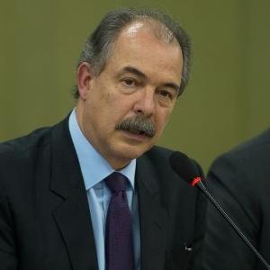 19.jun.2015 - Aloizio Mercadante, ministro da Casa Civil, disse que Brasil pedirá aos EUA isenção de visto para turista