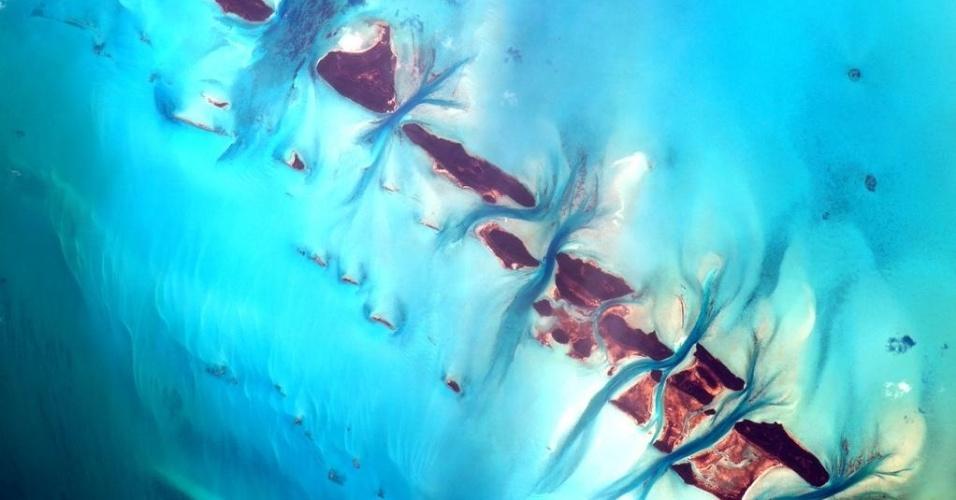 """18.set.2015 - O astronauta da Nasa (Agência Espacial Norte America) Scott Kelly mostra ilhas de Bahamas que """"nunca deixam de impressionar"""""""