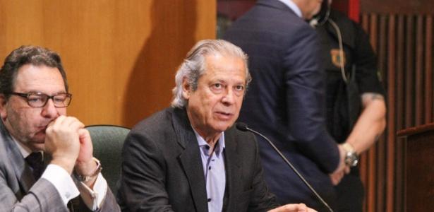O ex-ministro-chefe da Casa Civil José Dirceu (PT) se manteve em silêncio durante sessão da CPI da Petrobras, em Curitiba