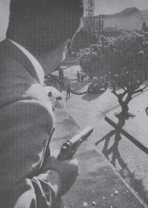 de-arma-em-punho-parlamentar-da-oposicao