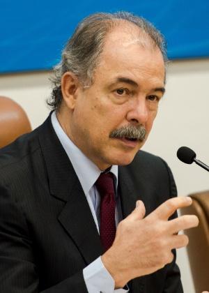 08.mar.2016 - Aloizio Mercadante, durante solenidade em comemoração aos 20 anos do Conselho Nacional de Educação