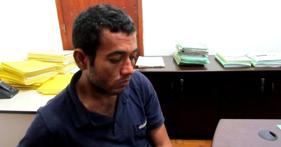 24.mai.2013 - Adriano Sobral da Silva, 30, foi apresentado pela polícia no 2° DP, no Bom Retiro, área central de São Paulo (SP), como suspeito de ter estuprado uma psicóloga de 34 anos, perto da marginal Tietê na noite de quarta-feira (22). De acordo com a polícia, o homem foi reconhecido pela vítima e confessou o crime