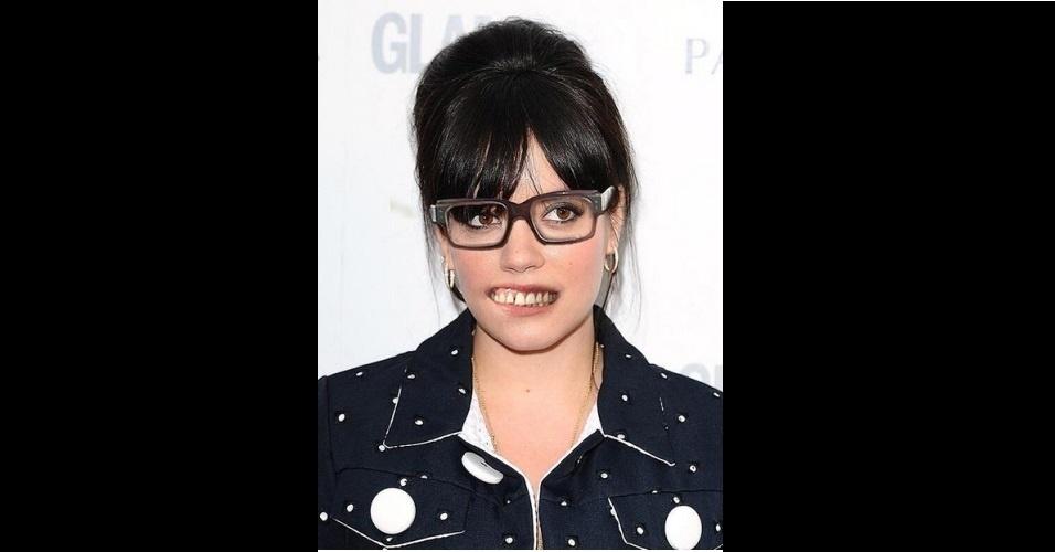 """O site """"The Poke"""" reuniu imagens da modinha na web que mistura duas celebridades em uma imagem só. Na foto, Alan Carr e Lily Allen"""