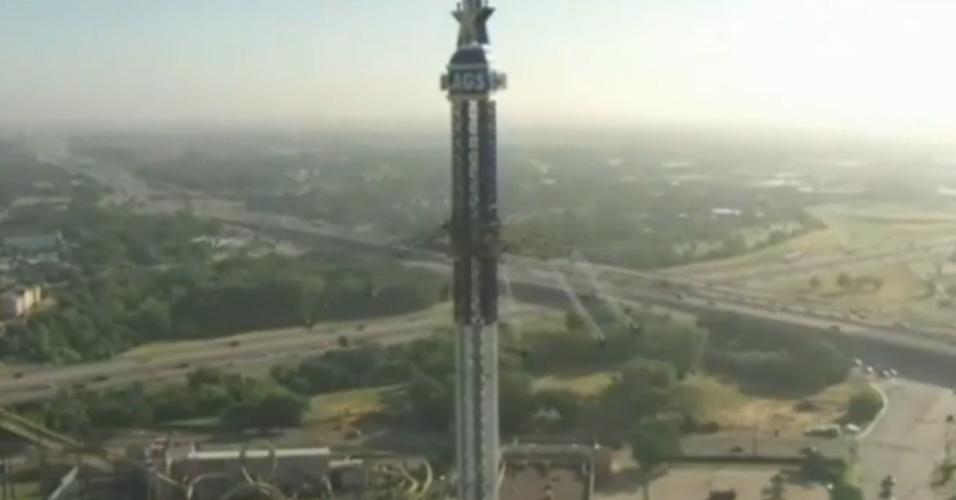 28.mai.2013 - 'Chapéu-mexicano' mais alto do mundo é inaugurado em parque