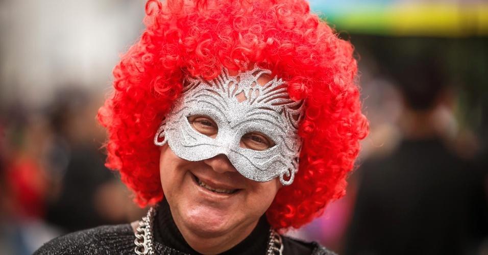 2.jun.2013 - Manifestante sorri durante a 17ª edição da Parada Gay de São Paulo, realizada na avenida Paulista, região central da capital