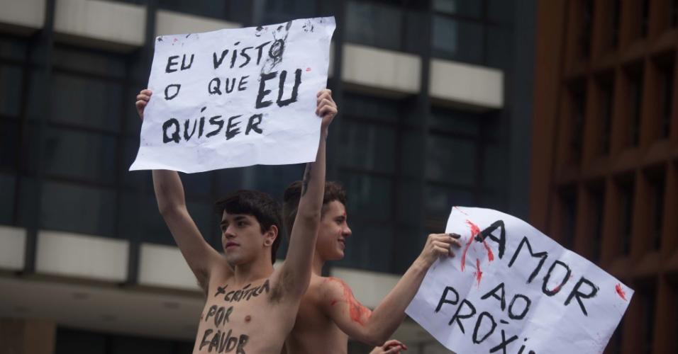 2.jun.2013 - Manifestantes pedem