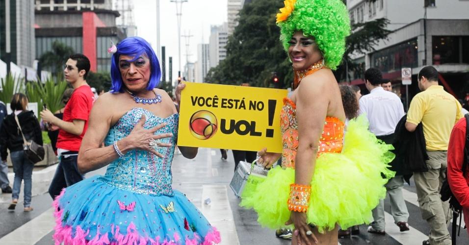 2.jun.2013 - Para o aposentado Lilly Bolero, 65 e o chef de cozinha Rinaldo Santos, 42, a 17ª Parada Gay de São Paulo promove a