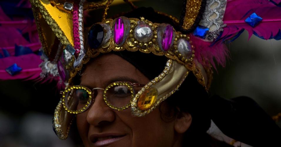 2.jun.2013 - Participante vai fantasiado à avenida Paulista, em São Paulo, para a Parada Gay