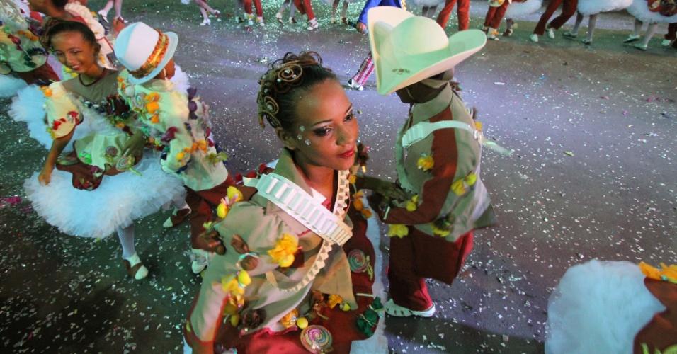 9.jun.2013 - Festa junina no Parque Sítio da Trindade, no Recife (PE), tem apresentação da quadrilha junina Sapeca