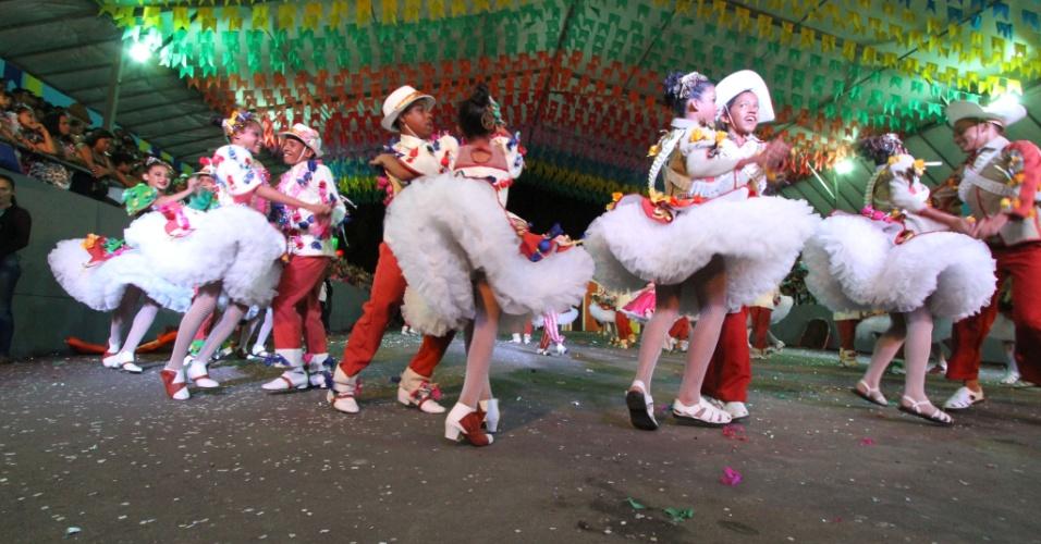 9.jun.2013 ? Festa junina no Parque Sítio da Trindade, no Recife (PE), tem apresentação da quadrilha junina Sapeca