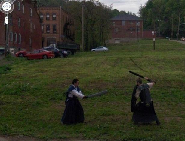 Até mesmo luta samurai o Google Street View já conseguiu fotografar. Bizarro? Certamente...