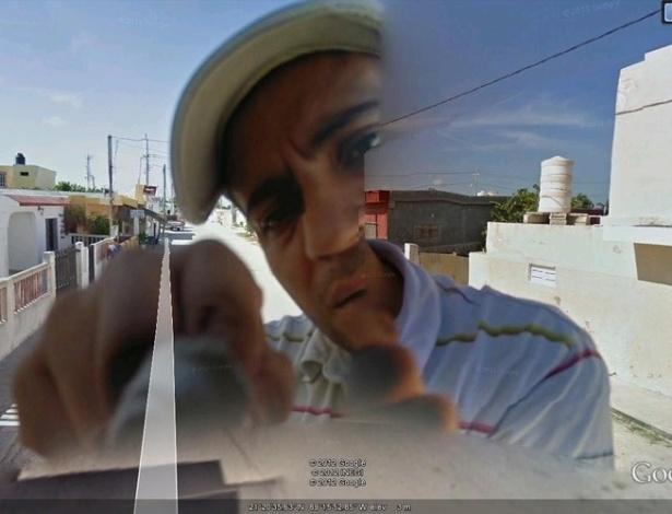O flagrante embaraçoso mostra o funcionário do Google consertando a câmera do carro do Street View