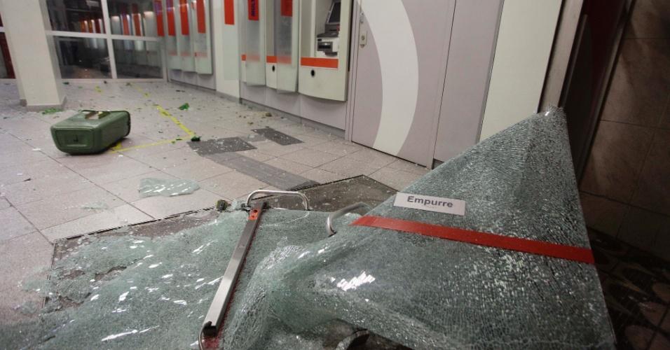 11.jun.2013 - Agência do banco Bradesco na rua Tabatinguera, no centro da capital paulista, destruída durante protesto contra o aumento da tarifa de ônibus para R$3,20
