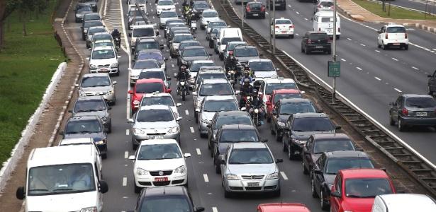 Uso obrigatório de rastreador só cobre carros novos e pode ampliar sobrecarga da telefonia celular