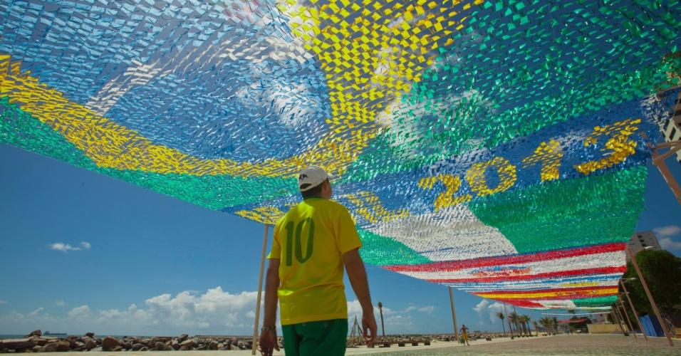 A praia de Iracema, em Fortaleza, ganha decoração em homenagem ao Festival de Quadrilhas Juninas da capital cearense, que nesta edição tem como tema a Copa das Confederações
