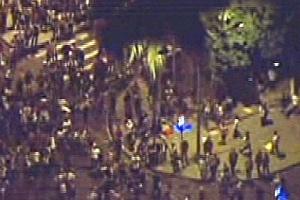 No centro do Rio, manifestantes envolvem-se em confusão após a explosão de bomba