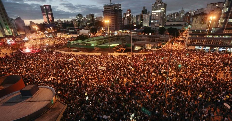 Milhares de pessoas participam de protesto em São Paulo, na região do Largo da Batata e da avenida Faria Lima, em Pinheiros (zona oeste da cidade)