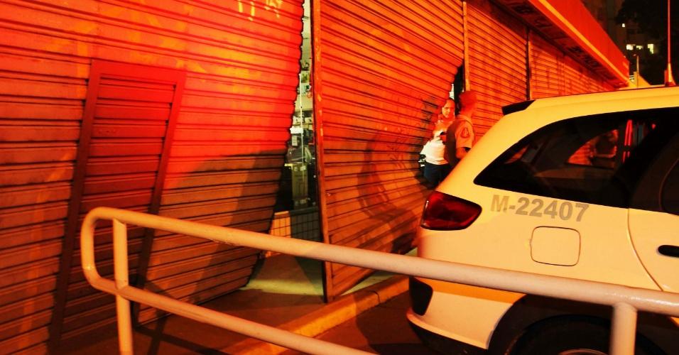 20.jun.2013 - Criminosos saquearam uma loja Preçolândia na avenida Interlagos, na zona sul de São Paulo, na noite desta quarta-feira (19), de acordo com a polícia. Ninguém foi preso e o caso foi registrado no 11º Distrito Policial, informa a polícia