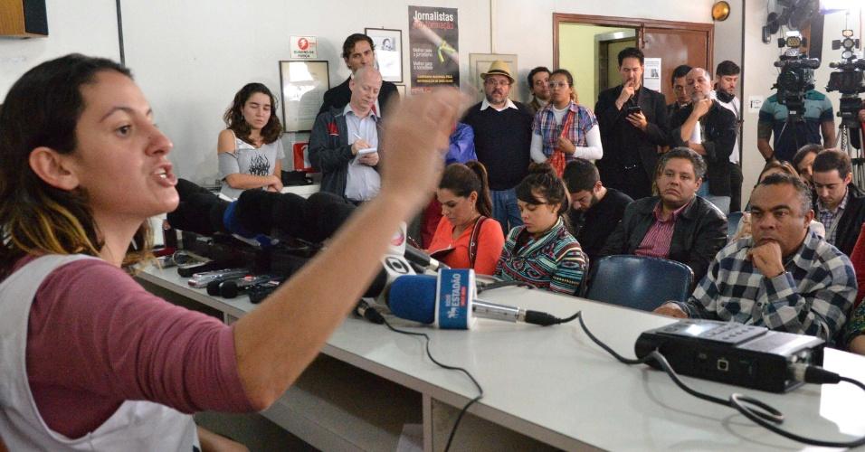 """20.jun.2013 -Liderança do Movimento Passe Livre afirmou nesta quinta-feira (20) que a revogação do aumento da tarifa do transporte público em São Paulo foi """"uma vitória da população, que se conscientizou e foi às ruas"""". A estudante Mayara Vivian (foto) disse que o movimento está comprometido em prestar auxílio jurídico a todos os manifestantes detidos e que respondem a processo - cerca de 60 pessoas, segundo ela"""