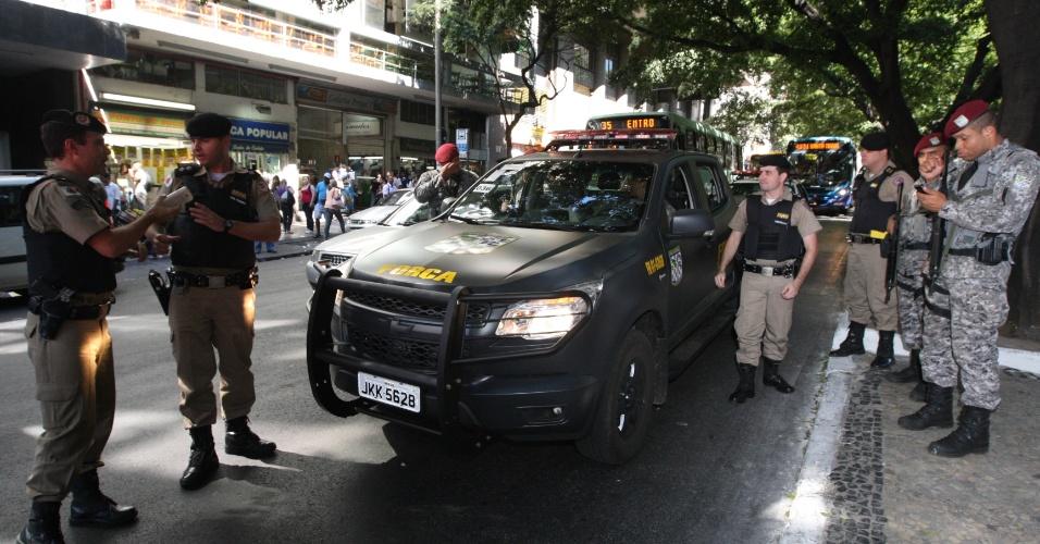 20.jun.2013 - Soldados da Força Nacional de Segurança, unidade de elite da Polícia Federal, se concentram na região central de Belo Horizonte, onde deve acontecer protestos nesta quinta-feira (20)