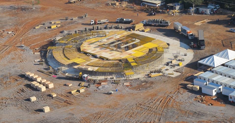20.jun.2013 - Vista aérea mostra as etapas da construção do Campo da Fé, em Guaratiba, na zona oeste do Rio de Janeiro. O local vai ser sede da vigília e da missa de encerramento da Jornada Mundial da Juventude, que contará com a presença do papa Francisco, entre os dias 23 e 28 de julho