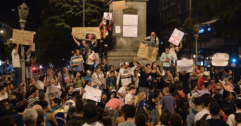 21.jun.2013 - Manifestantes ocupam a praça Sete, no sexto dia de protestos em Belo Horizonte