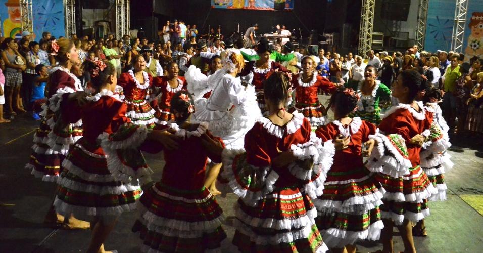 7.jun.2013 - Arraial Pátio de São Pedro recebe a quadrilha Nova Junina, no centro do Recife