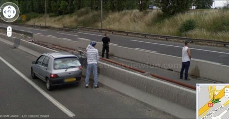 O site ''Mashable'' reuniu diversas fotos capturadas pelo Google Street View em que os ?protagonistas? parecem estar cometendo crimes ou infrações.