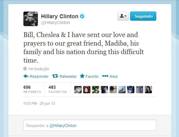 25.jun.2013 - A ex-secretária de Estados dos Estados Unidos, Hillary Clinton, escreve em nome de sua família ao ex-presidente da África do Sul, Nelson Mandela, em sua conta no Twitter.