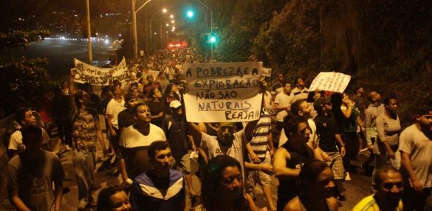 Moradores das favelas da Rocinha e do Vidigal caminharam seis quilômetros até a casa do governador do Estado para protestar