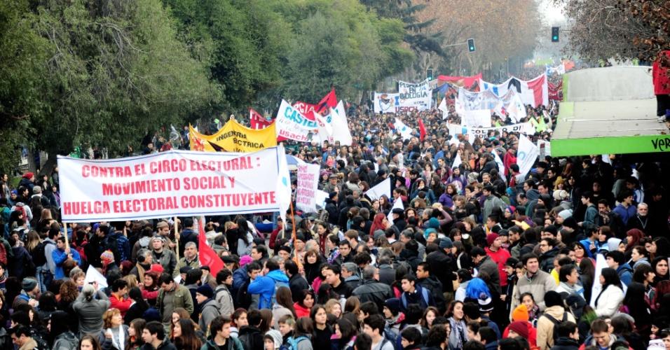 26.jun.2013 - Estudantes chilenos protestam e pedem melhorias no sistema público de ensino
