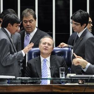 O presidente do Senado, Renan Calheiros, abre sessão plenária desta quarta-feira