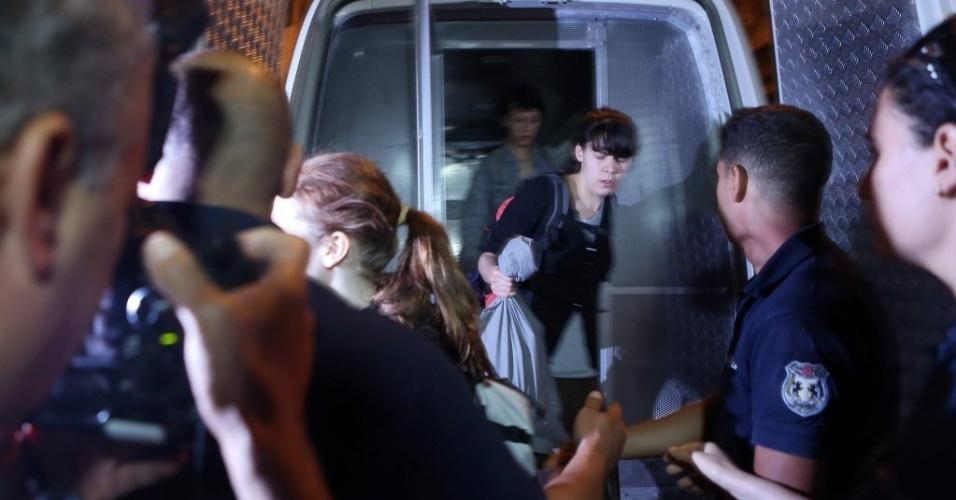 26.jun.2013 - Três militantes europeias do grupo feminista Femen, que estavam detidas na Tunísia são liberadas sob liberdade condicional