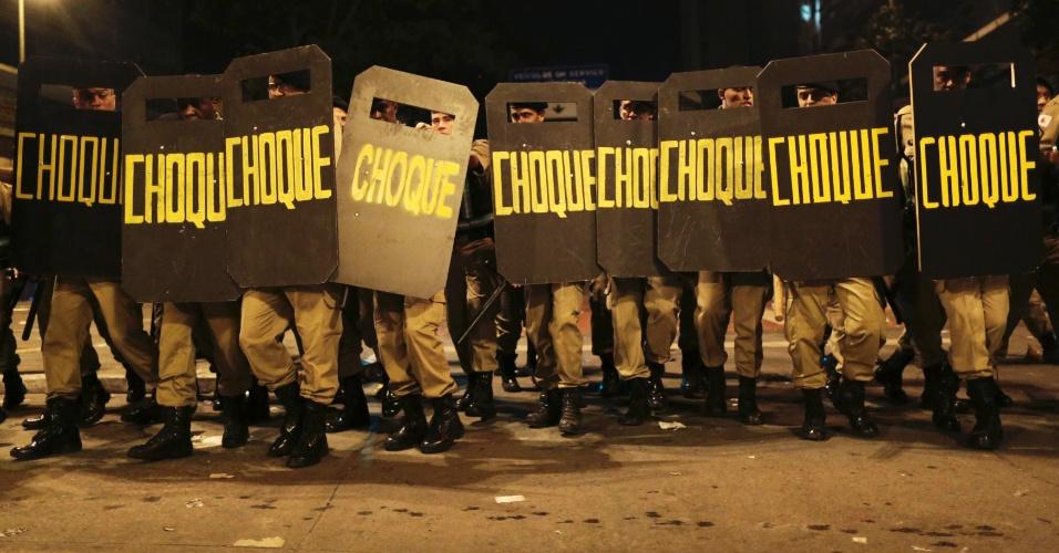 26.jun.2013 - Tropa de choque e manifestantes entraram em confronto em Belo Horizonte em mais uma noite de protestos