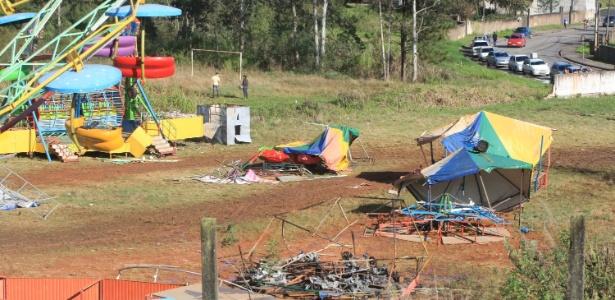 Parque em Colombo, na Grande Curitiba (PR), onde foi encontrado o corpo de Tayná, é destruído por moradores revoltados com o crime