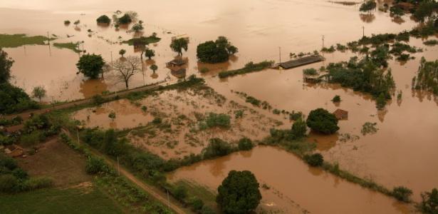 Área rural de Mirador é inundada após chuvas no Paraná