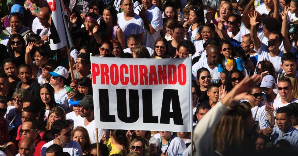 29.jun.2013 - Evangélicos lotam as ruas da zona norte de São Paulo, neste sábado, na 21ª edição da Marcha para Jesus