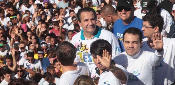 Pastor Silas Malafaia (esq) e deputado Marco Feliciano (PSC) acompanham a Marcha para Jesus